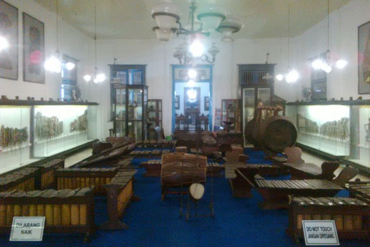 Gamelan Ageng Radya Pustaka peninggalan KRA Sosrodiningrat IV Pepatih dalem Keraton Surakarta disimpan di Museum Radya Pustaka Solo, Jumat (3/8/2018).