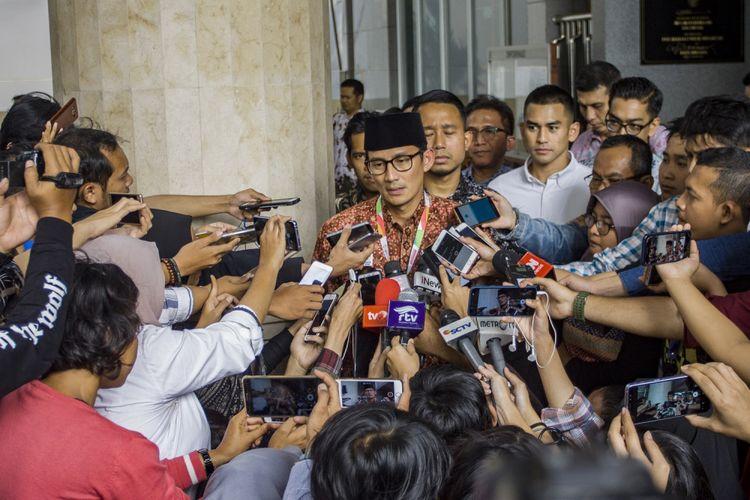 Wakil Gubernur DKI Jakarta Sandiaga Uno menjawab pertanyaan wartawan di Balai Kota, Jakarta, Kamis (9/8). Sandiaga Uno masuk dalam bursa calon wakil presiden mendamping calon presiden Prabowo Subianto pada Pilpres 2019.