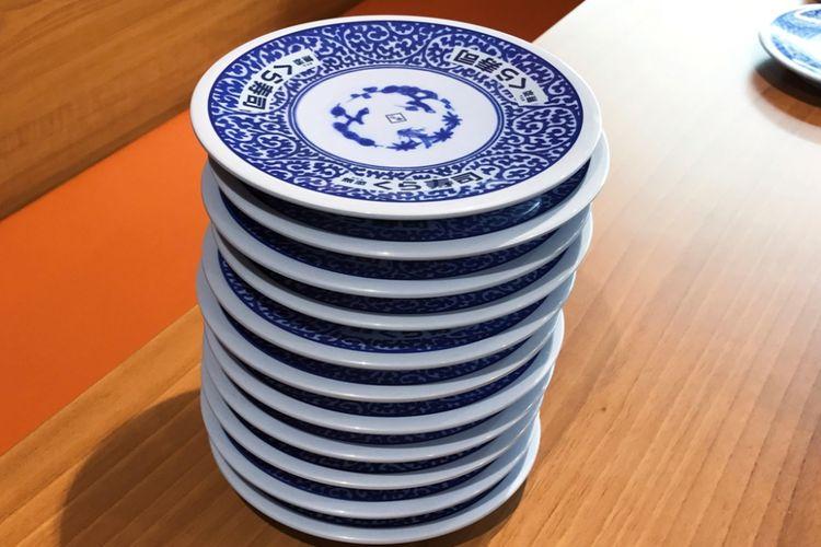 jumlah piring dari sushi yang sudah Anda makan, akan dihitung sebagai total tagihanv