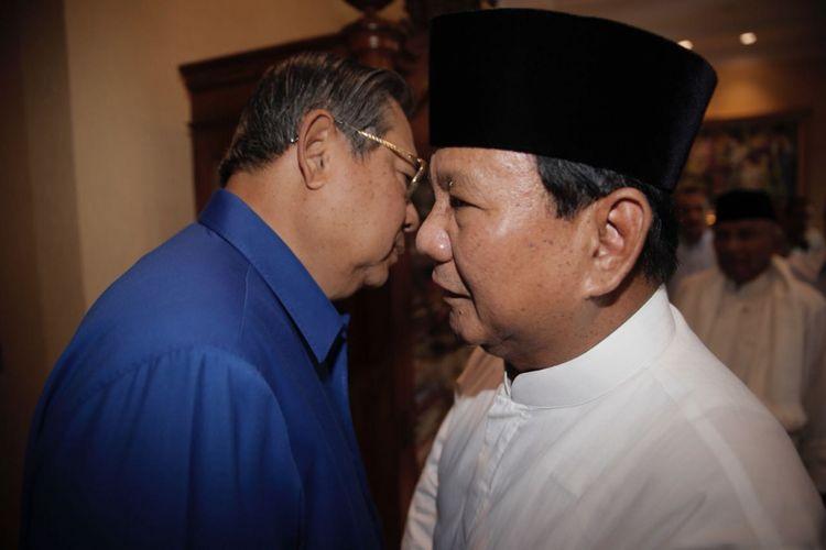 Ketua Umum Partai Demokrat Susilo Bambang Yudhoyono saat menerima calon presiden <a href='http://sumsel.tribunnews.com/tag/prabowo-subianto' title='Prabowo Subianto'>Prabowo Subianto</a> di kediaman SBY di Kuningan, Jakarta, Jumat (10/8/2018).