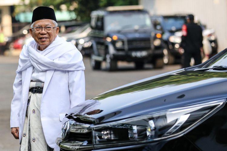 Calon Wakil Presiden,  Maruf Amin tiba untuk menjalani pemeriksaan kesehatan di Rumah Sakit Pusat Angkatan Darat Gatot Subroto, Jakarta, Minggu (12/8/2018). Selain pasangan Jokowi-Maruf Amin, pasangan Prabowo Subianto-Sandiaga Uno juga akan menjalani pemeriksaan kesehatan pada hari Senin 13 Agustus. Pemeriksaan kesehatan tersebut merupakan satu diantara syarat wajib yang diberlakukan KPU bagi capres dan cawapres untuk mengikuti Pilpres mendatang.