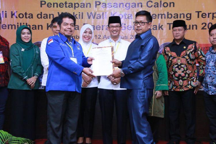Paslon nomor urut 1 Harnojoyo - Fitrianti Agustinda ditetapkan sebagai Walikota Palembang terpilih oleh KPU Palembang, Minggu (12/8/2018)
