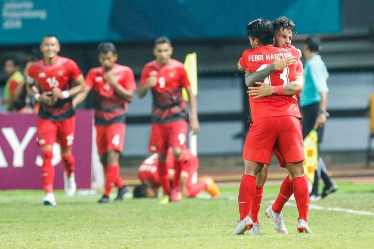 Pesepak bola Indonesia Stefano Lilipaly merayakan golnya pada pertandingan Grup A Asian Games ke-18 di Stadion Patriot, Bekasi Minggu (12/8/2018). Timnas Indonesia menang dengan skor 4-0.