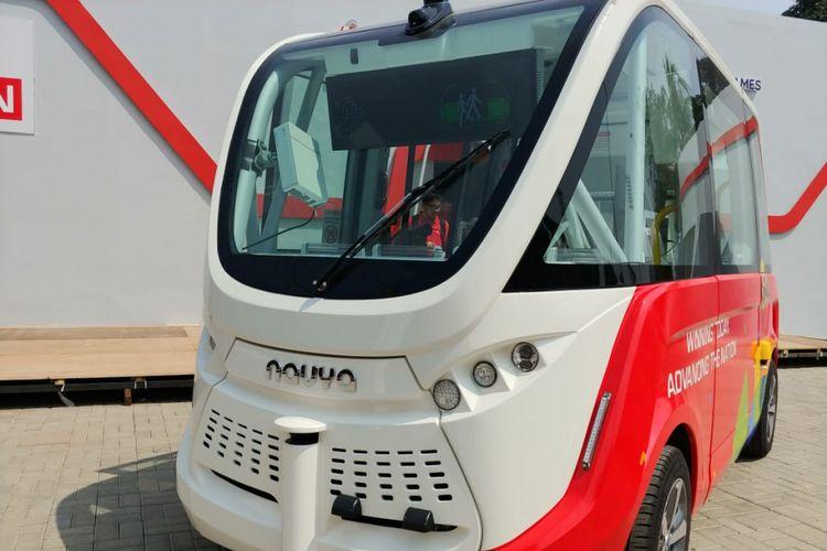 Kendaraan otonomos Navya di booth Telkomsel ramaikan Asian Games 2018.
