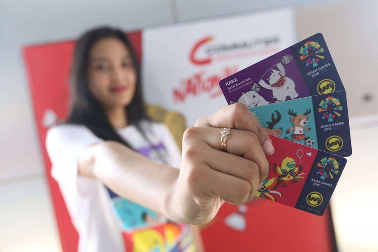 Kartu Multi Trip (KMT) KRL seri Asian Games ditunjukkan saat acara peluncuran KMT KRL edisi khusus dan terbatas di Stasiun Palmerah, Jakarta, Jumat (17/08/2018). PT Kereta Commuter lndonesia (KCI) menerbitkan KMT KRL seri Asian Games yang bergambarkan 3 maskot Asian Games dan peringatan HUT RI yang ke 73.