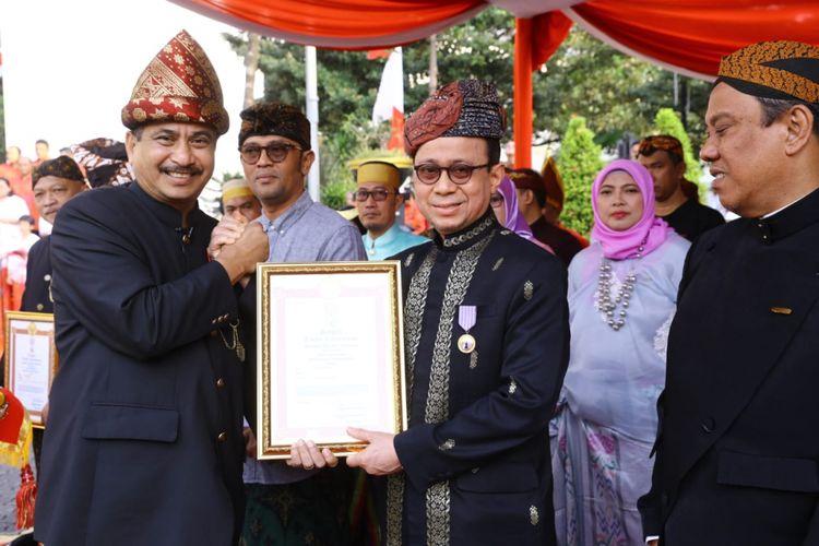 Manajemen Sofyan Hotel menerima penghargaan Satyalencana Kepariwisataan 2018 dari Menteri Pariwisata Arief Yahya, Jumat (18/8/2018).