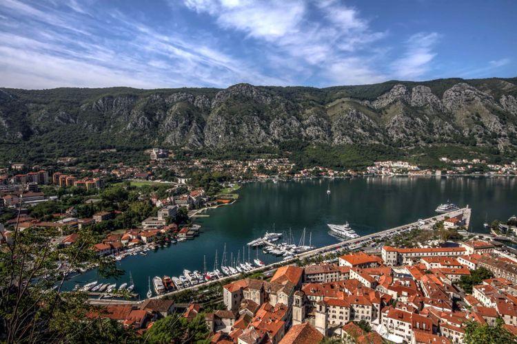 Kota tua Kotor adalah Situs Warisan Dunia UNESCO dan salah satu kota abad pertengahan terbaik yang dilestarikan di daerah Adriatik.