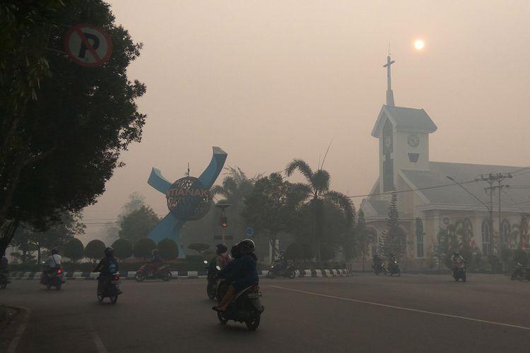 Salah satu sudut Kota Pontianak yang terpapar kabut asap akibat kebakaran lahan gambut (20/8/2018).