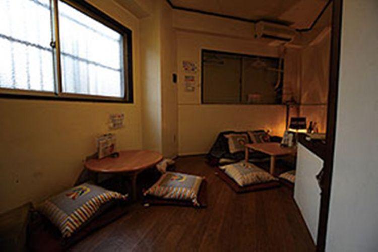 Terdapat juga ruangan pribadi di lantai dua.