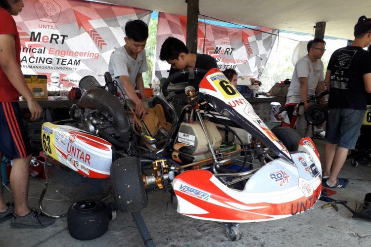 Salah satu mobil balap gokart yang menggunakan mesin Kawasaki Ninja R atau Ninja 2-tak.
