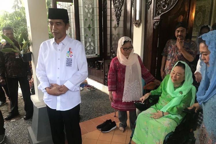Presiden Joko Widodo saat bertemu Sinta Nuriyah Wahid di Ciganjur, Jakarta Selatan