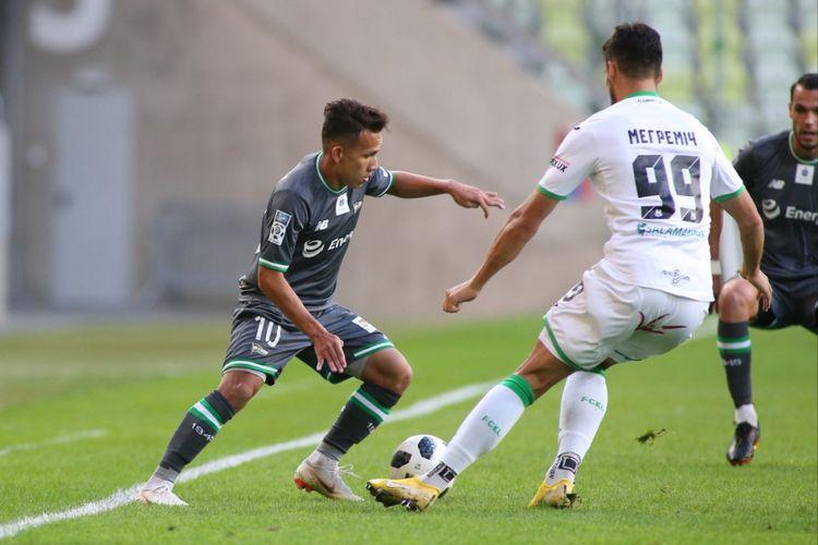 Egy Maulana Vikri tampil sejak menit awal pada pertandingan uji coba Lechia Gdansk vs Karpaty Lviv di Stadion Energa Gdansk, 9 September 2018.