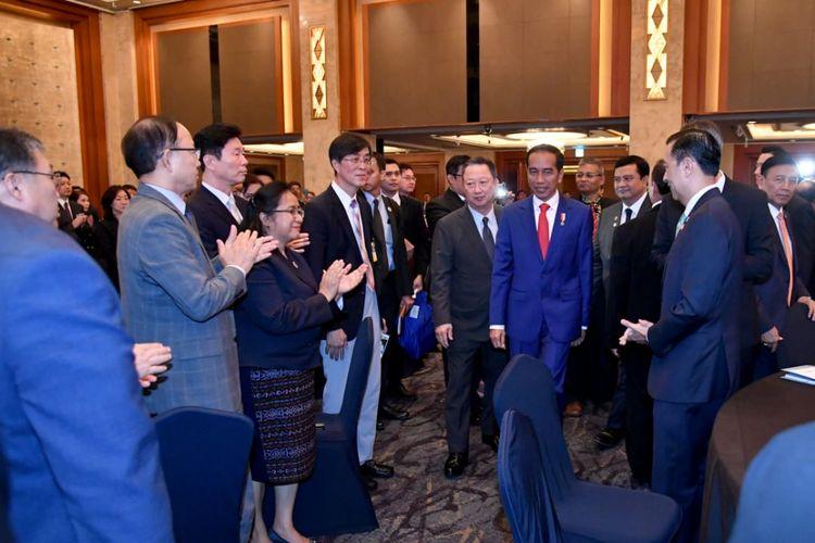 Saat Presiden Jokowi Beri Kejutan bagi WNI di Korea Selatan