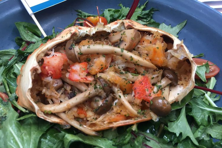 Salah satu menu baru dari The Holy Crab, menu Crab & Wild Mushrooms Salad di Gunawarman, Jakarta, Rabu (12/9/2018).
