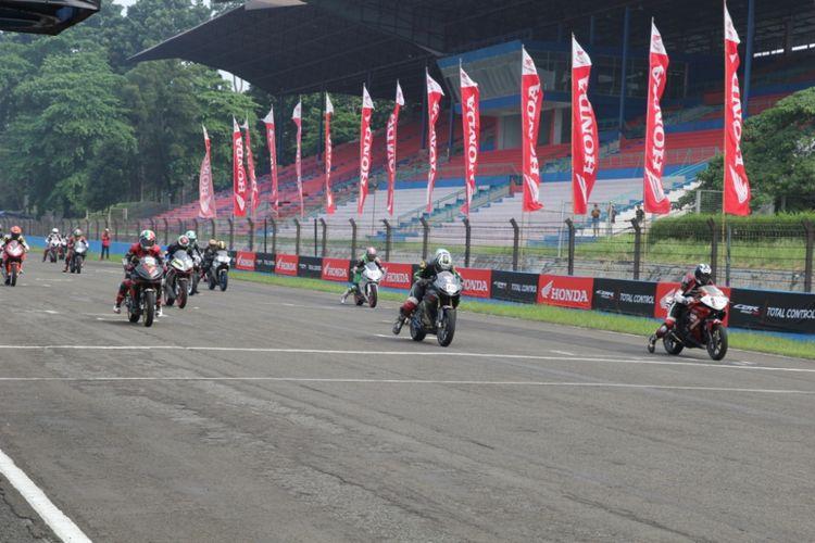 Asosiasi Honda CBR (AHC) bersama dengan Astra Honda Motor (AHM) kembali gelar Indonesia CBR Race Day (ICE Day) 2018, yang akan dilaksanakan di Sentul International Circuit pada Minggu (16/9/2018)