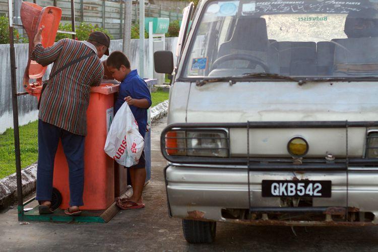 Nursaka, bocah SD yang setiap hari seberang batas lintas negara demi sekolah