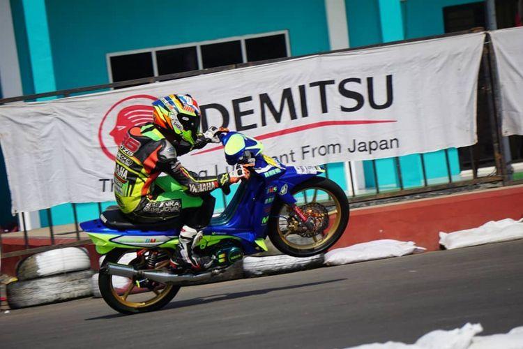 Salah satu pebalap pengguna Yamaha F1ZR yang mengikuti gelaran Yamaha Cup Race (YCR) 2018 Seri Pontianak pada 15-16 September.