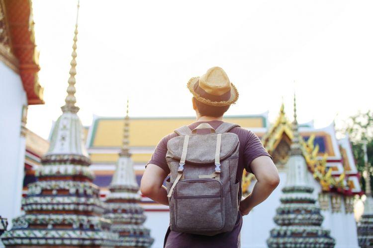 Turis di Wat Arun, sebuah kuil di Bangkok, Thailand