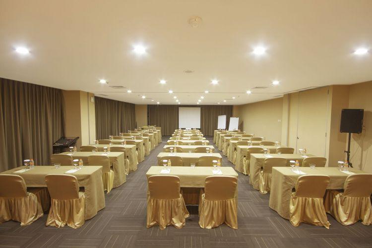 Salah satu function room yang dapat disewakan di Titan Center. Ruang pertemuan ini dapat dikemas secara tematik.