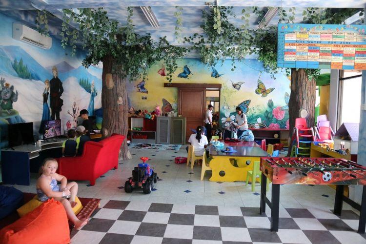 Suasana Kids Club di Bali Dynasti Hotel, Kuta, Badung, Bali.