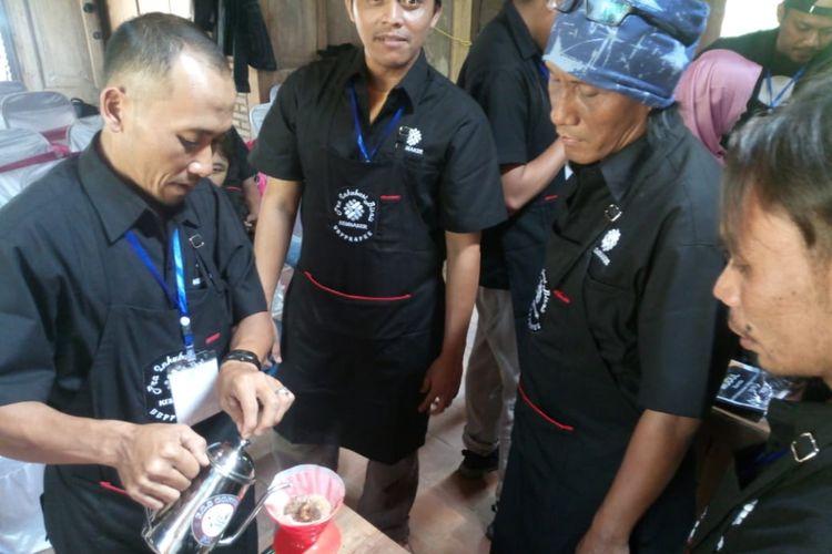 Salah satu suasana pelatihan barista yang diselenggarakan oleh Kementerian Ketenagakerjaan RI