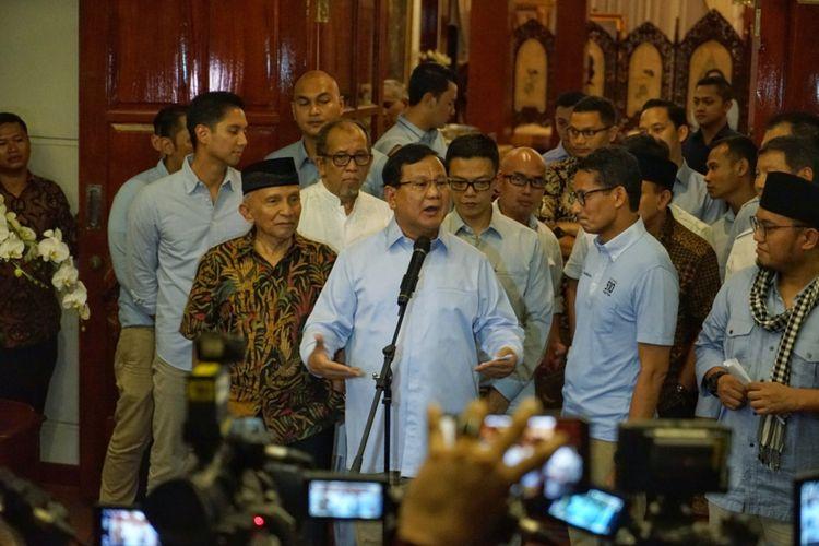 Calon presiden Prabowo Subianto saat memberikan keterangan pers terkait kebohongan Ratna Sarumpaet, di kediaman pribadinya, Jalan Kertanegara, Jakarta Selatan, Rabu (3/10/2018).