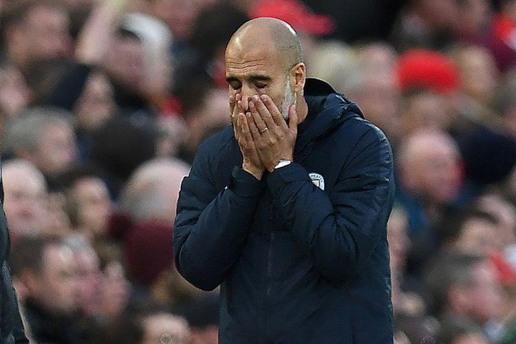 Pep Guardiola tampak kecewa pada laga Liverpool vs Manchester City di Stadion Anfield dalam lanjutan Premier League, 7 Oktober 2018.