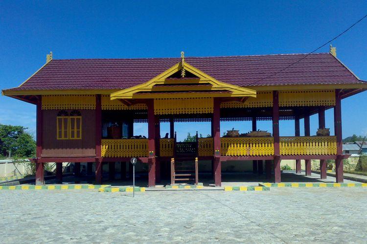 Salah satu jenis rumah adat Sulawesi Tengah.