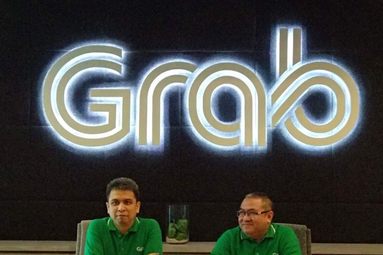 Managing Director Grab Indonesia Ridzki Kramadibrata dan Marketing Director Mediko Azwar di Kantor Grab, Lippo Kuningan, Senin (8/10/2018).
