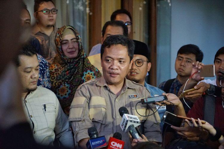 Anggota Tim Hukum dan Advokasi Badan Pemenangan Nasional (BPN) pasangan Prabowo Subianto-Sandiaga Uno, Habiburokhman, saat memberikan pernyataan seusai pertemuan BPN Prabowo-Sandiaga, di rumah pemenangan PAN, Jalan Daksa, Jakarta Selatan, Senin (8/10/2018).