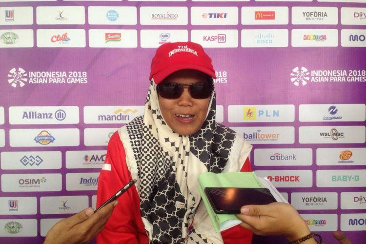 Debi Ariesta, pecatur disabilitas netra Indonesia memenangi medali emas di kategori catur standar (B1) putri perorangan dan beregu di Asian Para Games 2018, Rabu (10/10/2018), di Cempaka Putih Sports Hall, Jakarta.