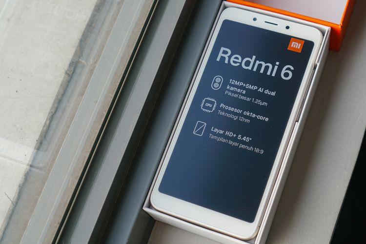 Xiaomi Redmi 6 dalam kotak kemasan.