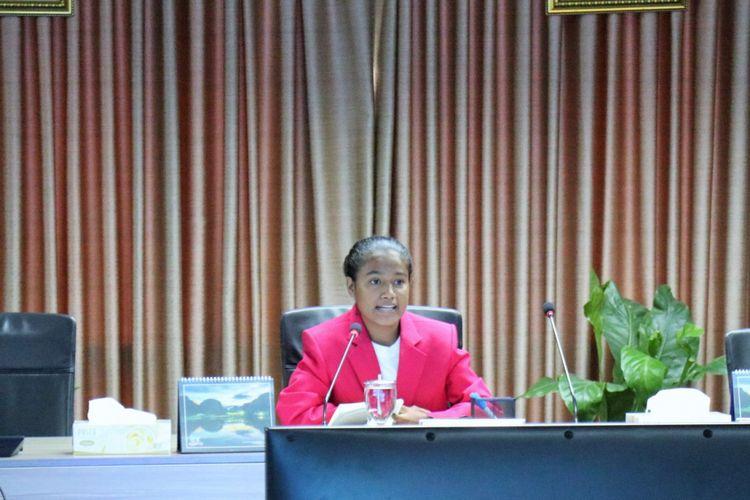 Maria Lengari, siswi SMP Swasembada, Hadakewa, Lembata, NTT mendapatkan kesempatan yang langka, menjadi Menko Kemaritiman dalam sehari, Kamis (11/10/2018).