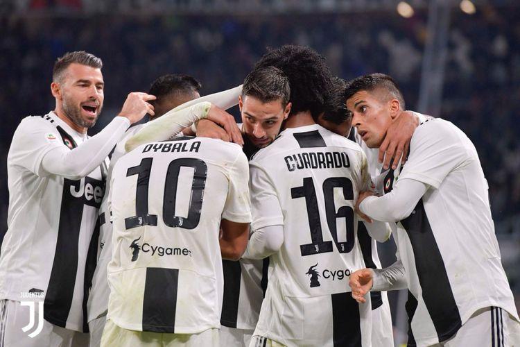 Para pemain Juventus merayakan gol ke gawang Cagliari pada pertandingan Serie A Liga Italia di Stadion Allianz, 3 November 2018.