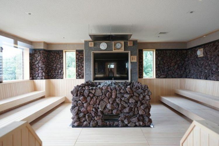 """Bisa mencoba rouryuu (sauna ala Finlandia yang menggunakan uap air) yang terkenal dengan """"rouryuu no bou""""."""