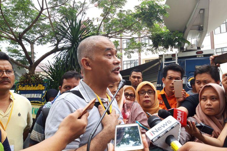 Keluarga korban Lion Air JT 610 meminta Presiden dan Basarnas untuk memperpanjang proses pencarian dan evakuasi korban, RS Polri, Kramatjati, Jakarta Timur, Rabu (7/11/2018)
