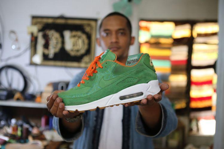 Mengintip Proses Reparasi Sneakers Air Max