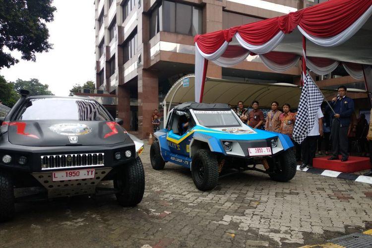 Ekspedisi menggunakan mobil listrik Blits dan Kasuari tiba di Jakarta. Tim Eksplor Indonesia ini akan menempuh jarak 15.000 km keliling Indonesia untuk menguji coba mobil listrik buatan mahasiswa tersebut