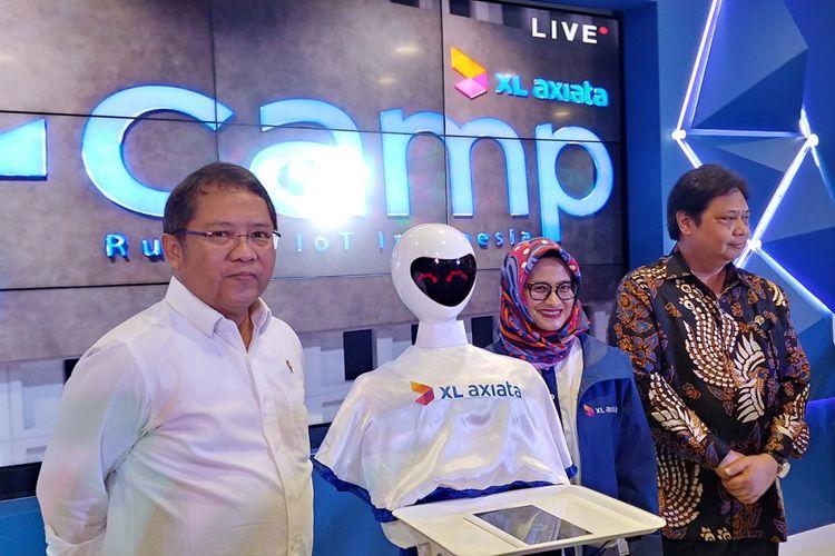 Dari kiri ke kanan: Menkominfo Rudiantara, CEO XL Axiata, Dian Siswarini, Menteri Perindustrian, Airlangga Hartanto dalam peresmian X-Camp di kantor XL Axiata, Selasa (13/11/2018).