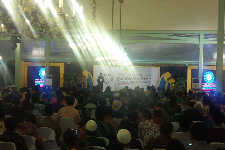 Wakil Presiden (Wapres) Jusuf Kalla memberikan sambutan dalam puncak Milad ke-106 Muhammadiyah di Pura Mangkunegaran Solo, Jawa Tengah, Minggu (18/11/2018) malam.