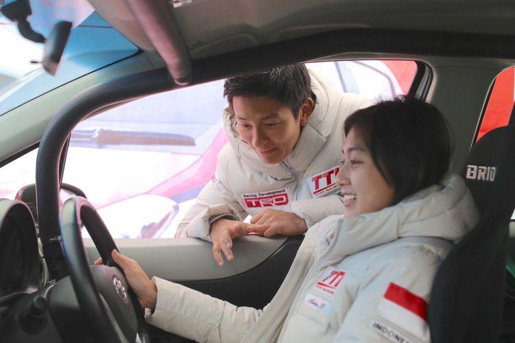 Alinka mendapat arahan dari mentor Rio Haryanto untuk berlaga di Toyota Gazoo Racing 2018