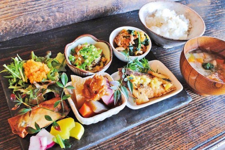 "Hidangan ""Shugawari Gohan Plate"".  Di dalam foto terdapat juga Chicken Teriyaki dalam set."