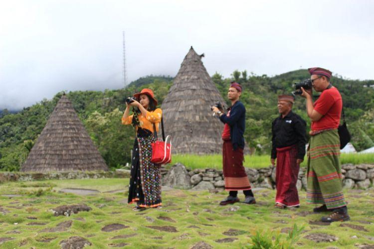 Mengunjungi Desa Adat Pertama Kerajaan Manggarai di Flores
