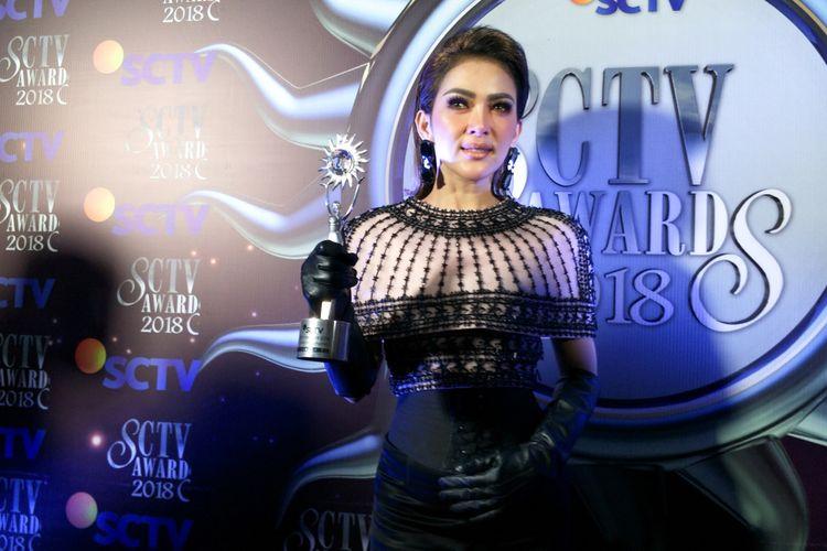 Penyanyi Syahrini saat ditemui di Malam Puncak Penghargaan SCTV Awards 2018 di Studio 6 Emtek City, Daan Mogot, Jakarta Barat, Jumat (30/11/2018),