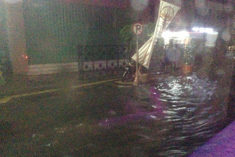 Genangan di Jalan Depok Semarang, saat hujan, Sabtu (1/12/2018) malam