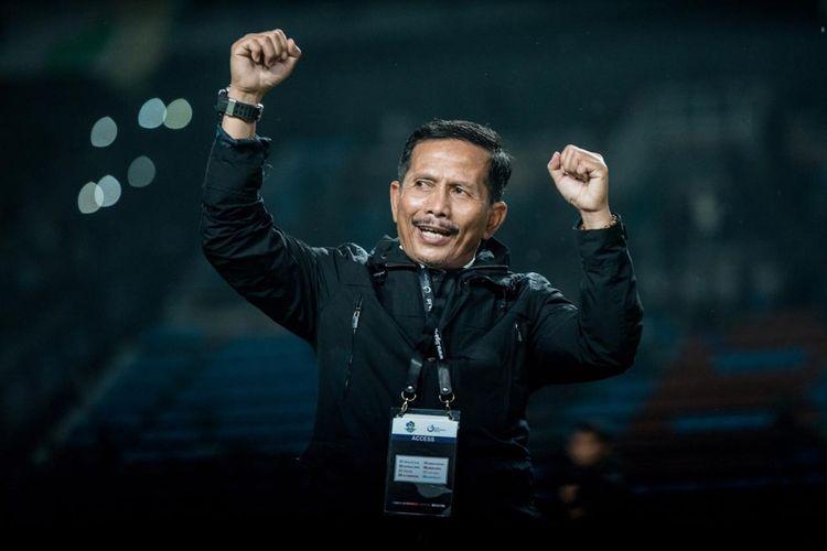 Ekspresi Djajang Nurdjaman usai mengantarkan timnya, Persebaya Surabaya mengalahkan Bhayangkara FC 1-0 di pekan ke-32 Liga 1 di Stadion Gelora Bung Tomo, Senin (26/11/2018).