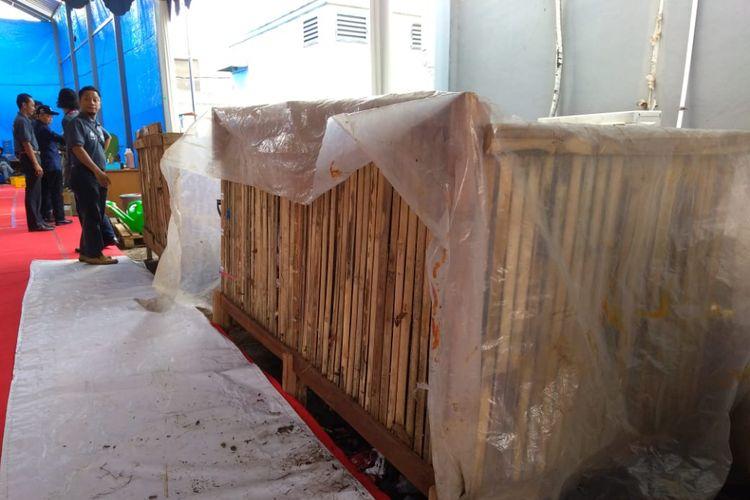 """Tempat pembuangan sampah sementara (TPS) di Kota Bandung mencoba menggunakan teknologi """"peuyemisasi"""" untuk mengatasi penumpukan sampah."""