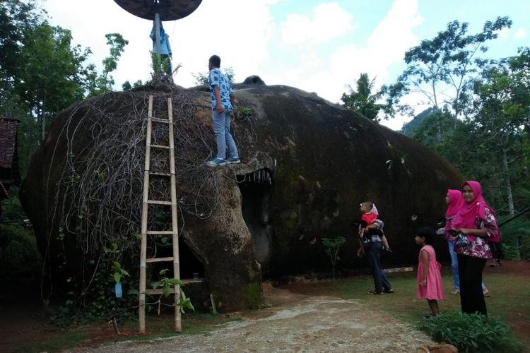 Inilah rumah batu milik Sutini, warga Dusun Mujing, Desa Genengharjo, Kecamatan Tirtomoyo, Kabupaten Wonogiri yang viral di media sosial dalam sepekan terakhir.