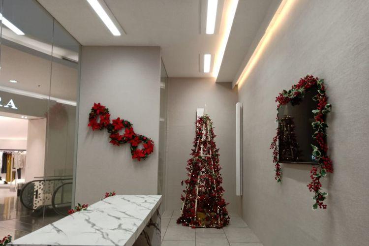 Contoh ruangan kantor yang menggunakan teknologi Interact Office pada pameran City of Light di Senayan City, Jakarta.