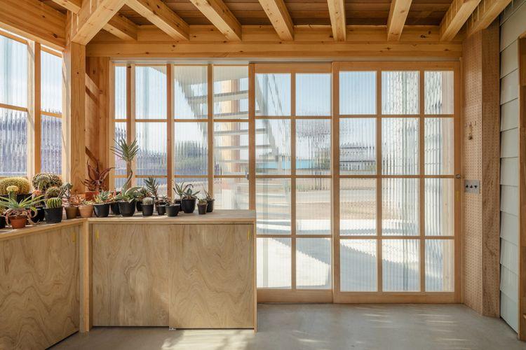 Dibangun untuk Turuti Hobi Sang Pemilik, Begini Tampilan Rumah Kaca yang Cantik!